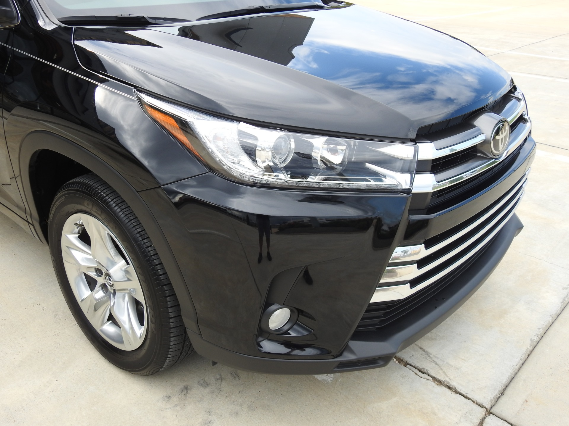 Used-2017-Toyota-Highlander-Limited-Jackson-MS