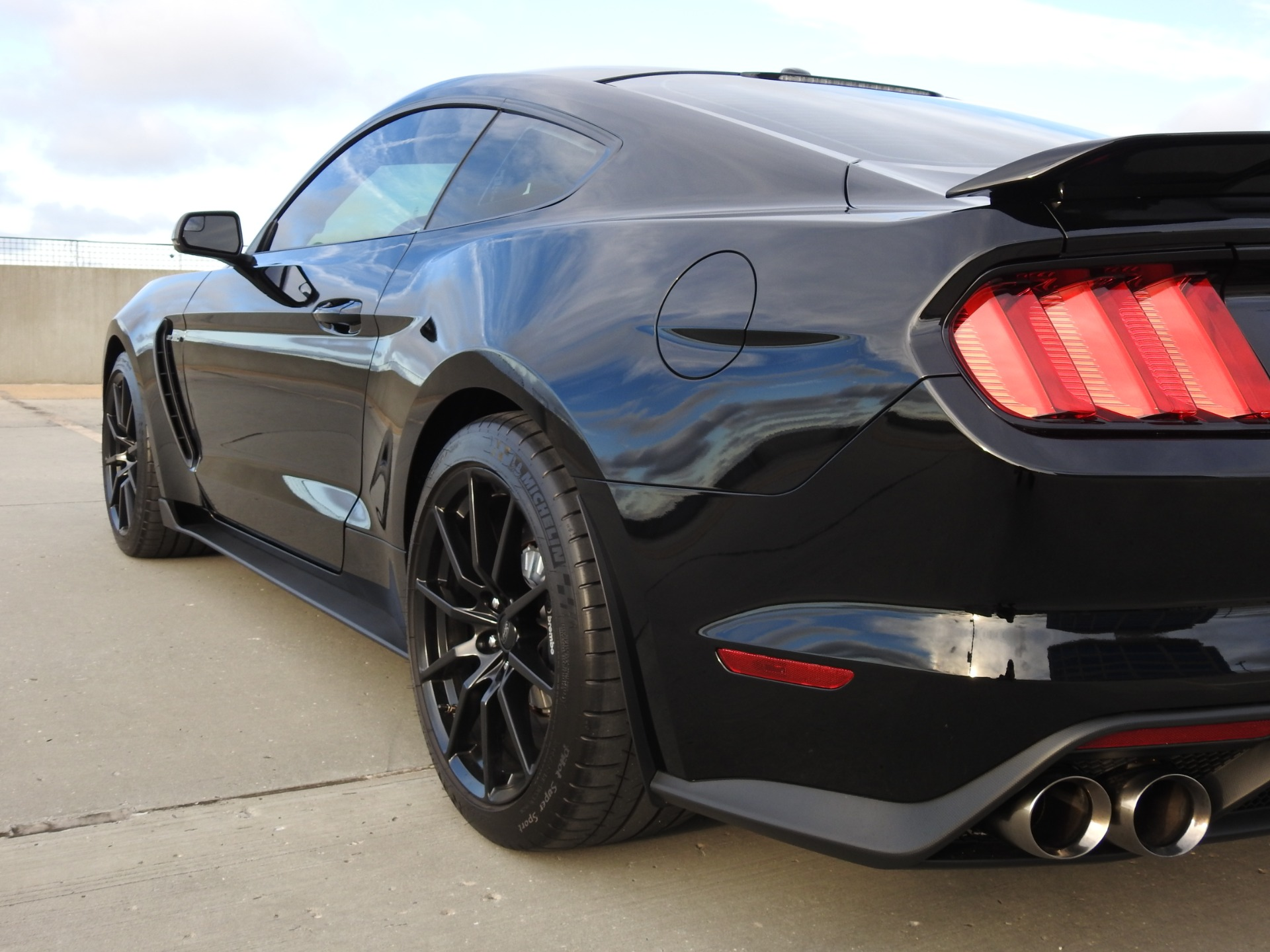 Used-2017-Ford-Mustang-Shelby-GT350-**-Only-1K-Miles-**-for-sale-Jackson-MS