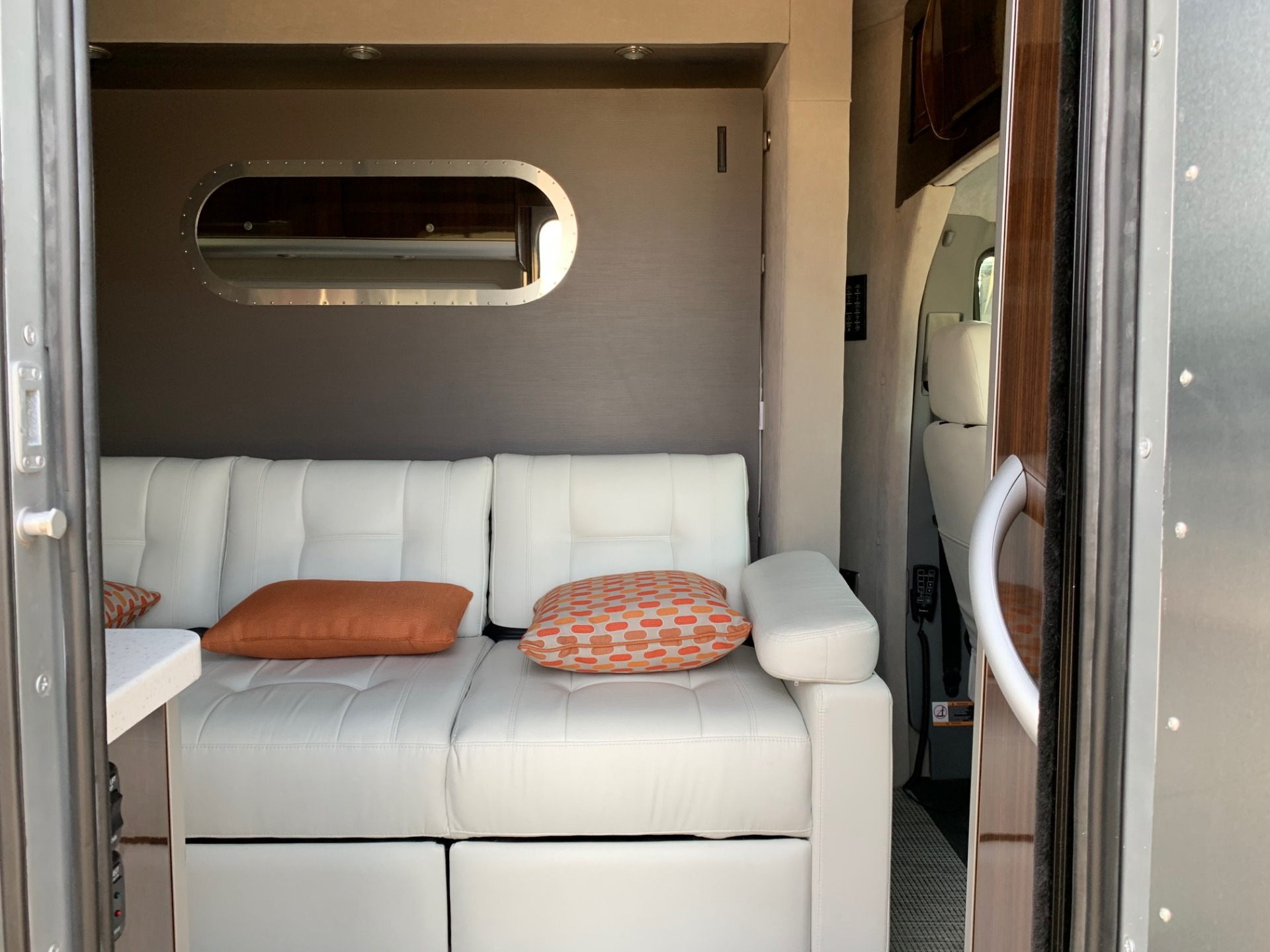Used-2019-Atlas-Airstream-Murphy-Bed-for-sale-Jackson-MS