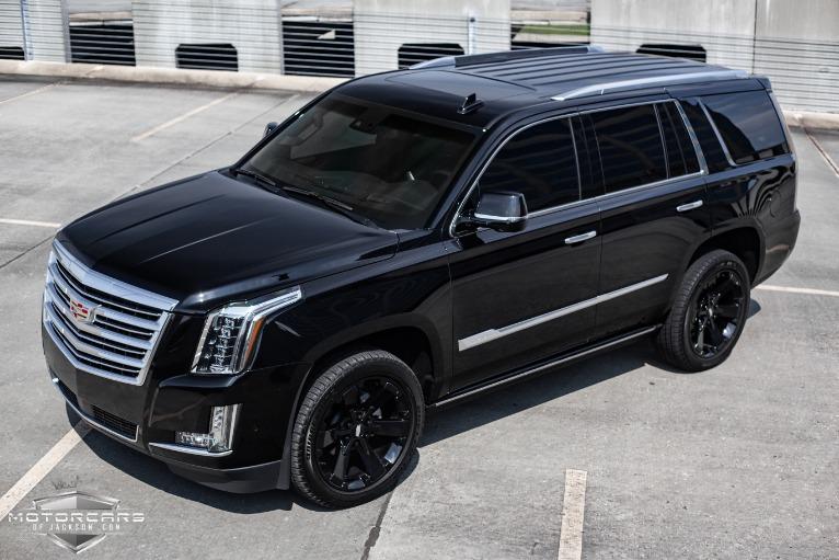 Cadillac Escalade Platinum 2021 - Car Wallpaper